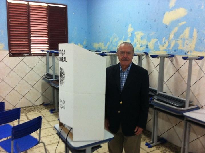 Senador José Sarney votou às 8h30, no Centro de Macapá