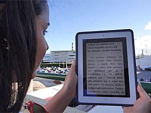 Pessoas testaram o projeto Nuvem de Livros (Foto: Luna Markman/G1)