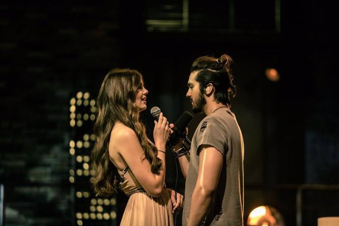 Camila Queiroz e Luan Santana fazem dueto na gravação do DVD, com 'Amor do Interior' (Foto: Rober Lélis/Divulgação)