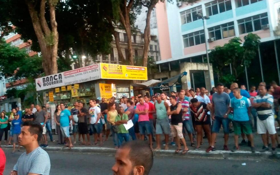 Trabalhadores fizeram assembleia na tarde desta segunda-feira (8), em Salvador (Foto: Divulgação/Sincotelba)