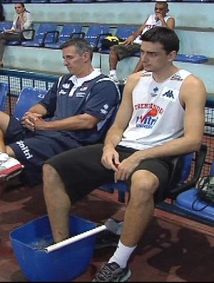 Gruber, ala-pivô do time de Basquete de Uberlândia, se recupera de contusão (Foto: Reprodução/TV Integração)