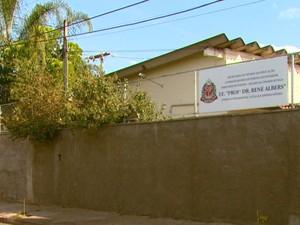 Segundo ex-professor, colegas temem trabalhar nesta escola em Pirassununga (Foto: Wilson Aiello/EPTV)