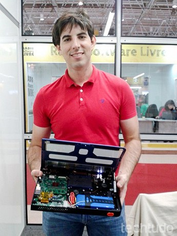 Sean Cross é o inventor do Novena, o primeiro laptop em hardware livre do mundo (Foto: Giordano Tronco/TechTudo)