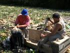 Chuva arrasta sujeira e garrafas PET acumulam nas margens do rio Tietê
