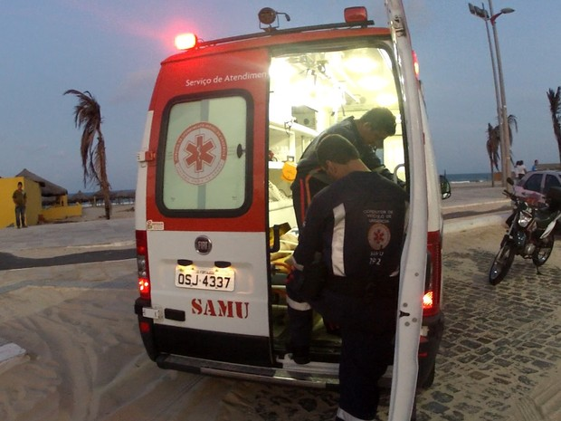 Samu registrou óbito do turista ainda na Praia do Futuro (Foto: TV Verdes Mares/Reprodução)