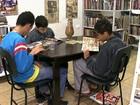 Atores se unem à comunidade para salvar 1ª biblioteca de Paraisópolis