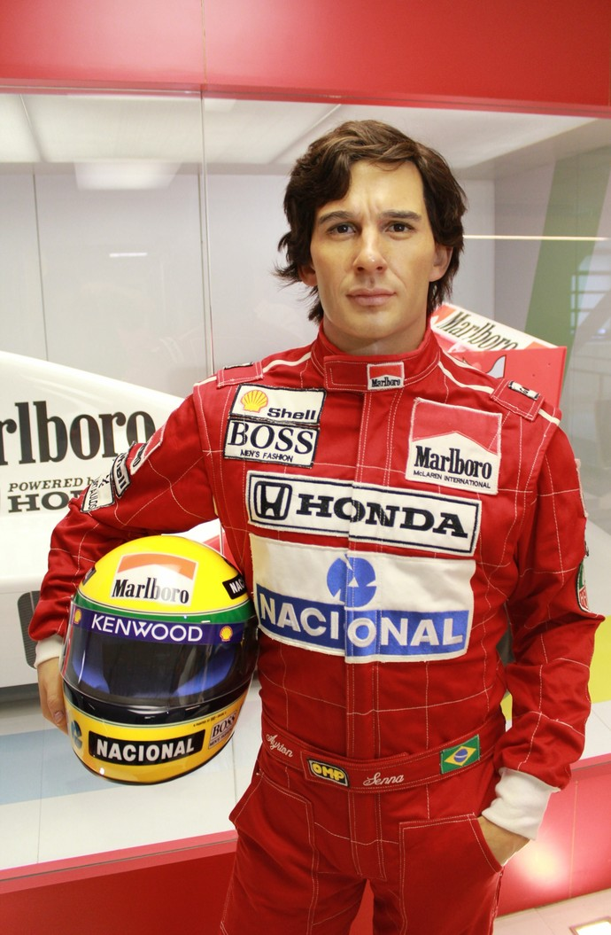 A mãe de Ayrton Senna, Dona Neide, disse que esta é a estátua mais fiel que já viu do filho (Foto: Janaina Almeida / Divulgação)