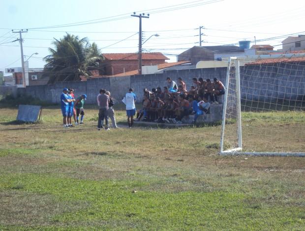 Jogadores conversam com nova diretoria durante reapresentação (Foto: Afonso Diniz/Globoesporte.com)