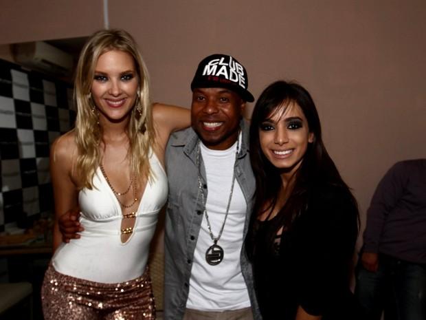 Gianne Albertoni, Buchecha e Anitta em boate em São Paulo (Foto: Leo Franco e Thiago Duran/ Ag. News)