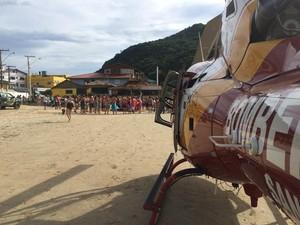 Surfista precisou ser socorrido pelo helicóptero dos bombeiros (Foto: Arcanjo/Divulgação)