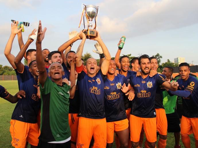 Nova Iguaçu comemora título do Quadrangular Extra da Taça Rio (Foto: Bernardo Gleizer/NIFC)