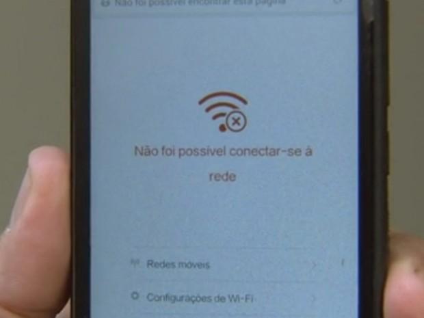 Sinal de internet deixa moradores na mão em Ilha Solteira (Foto: Reprodução/ TV TEM)
