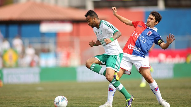 Wesley e Lúcio Flávio Palmeiras x Paraná (Foto: Giulianos Gomes / Ag. Estado)