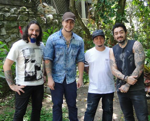 Banda Malta nos bastidores do Mais Você (Foto: Paula Santos / TV Globo)