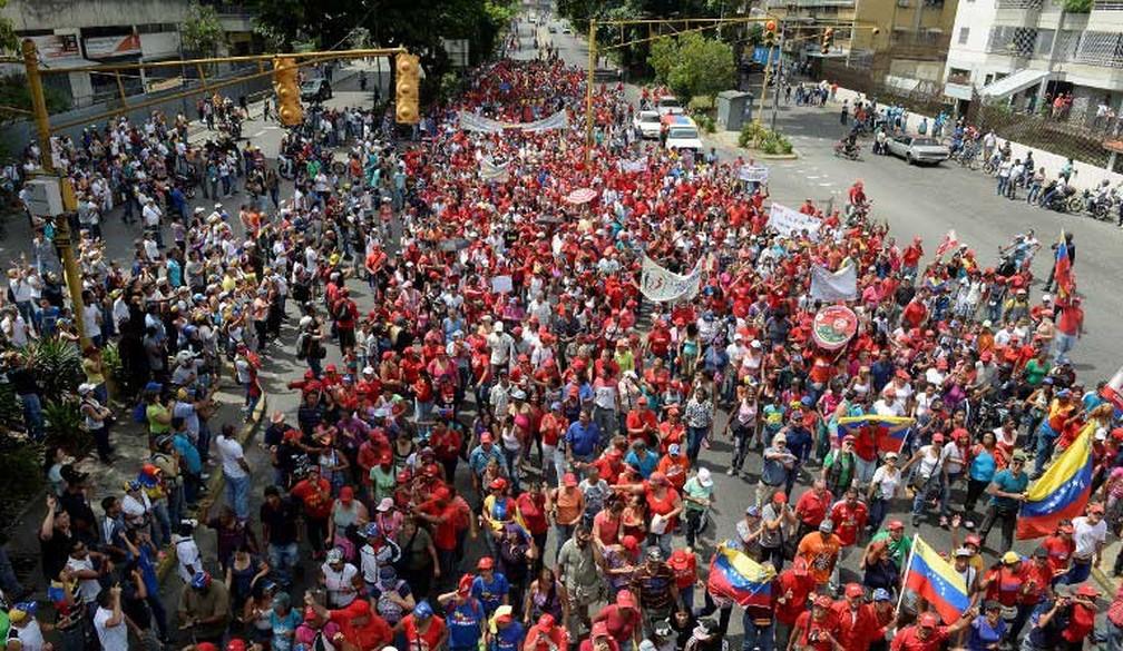 Simpatizantes do presidente venezuelano, Nicolás Maduro, protestam em Caracas, nesta quarta-feira (19) (Foto: Federico Parra / AFP)