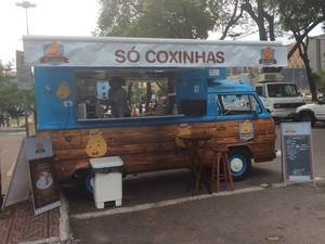 Só Coxinhas - Oferece dez sabores de coxinhas, da tradicional de frango a opções como nutella e brigadeiro; R$ 12/copo (Foto: Paola Fajonni/G1)