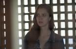 Júlia fica assustada com o comportamento de Alex