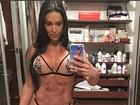 Gracyanne Barbosa posa de lingerie micro e transparente para foto