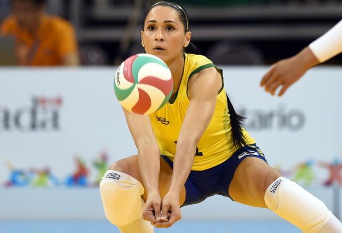 Jaqueline, da seleção brasileira de vôlei, foi prata no Pan (Foto: Gáspar Nobrega/Inovafoto)