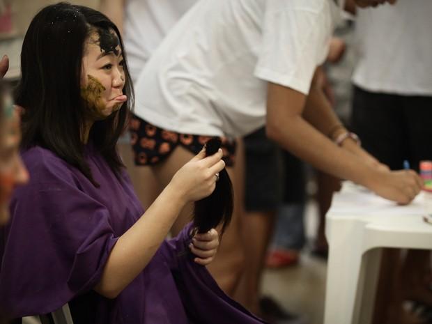 Trote na USP: Poli organiza corte de cabelo (Foto: Caio Kenji/G1)