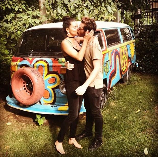Adriana Lima e o beijaço no namorado, Metin Hara (Foto: Reprodução Instagram)