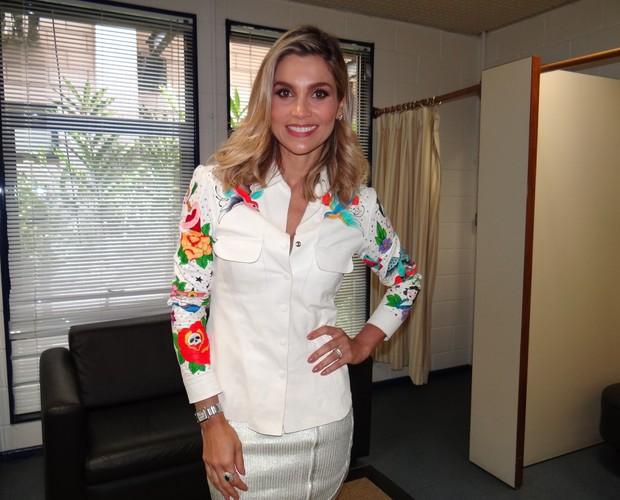 Flávia Alessandra está deslumbrante para participar da Pizza do Faustão (Foto: Domingão do Faustão / TV Globo)