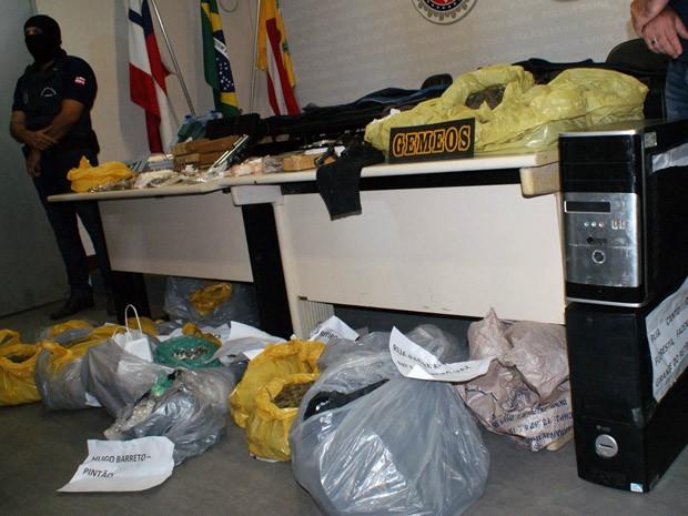Drogas, explosivos e munições foram apreendidas na 'Operação Liberdade'. (Foto: Divulgação Polícia Civil)