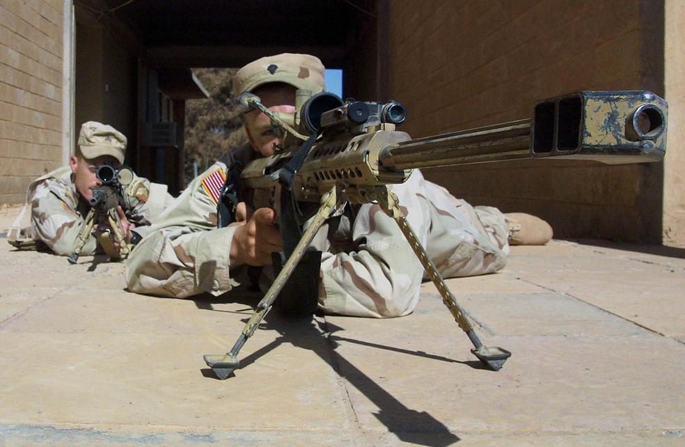 Snipers americanos durante treinamento na base aérea do Campo Qayyara, no Iraque (Foto: Ahmad A--Rubaye/AFP/Arquivo)