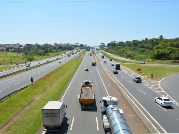 Trânsito na Rodovia D. Pedro I, em Campinas, deve ser intenso durante o feriado (Foto: Fernando Pacífico / G1)