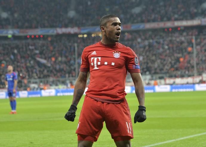Douglas Costa gol Bayern x Olympiacos (Foto: AP)