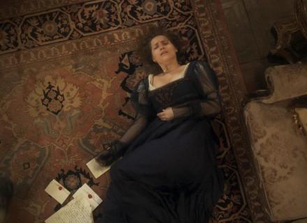 Leopoldina lê as cartas de Pedro para Domitila e desmaia