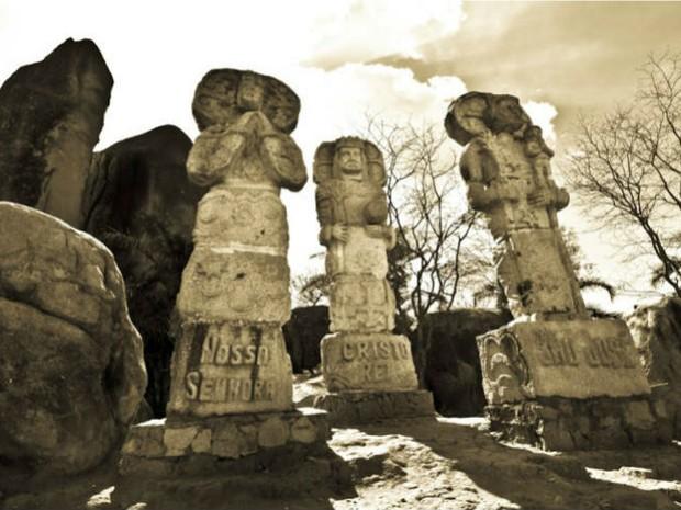 Esculturas na Pedra do Reino, na Serra do Catolé, em São José do Belmonte, PE  (Foto: Divulgação/ Blog Associação Cultural Pedra do Reino)
