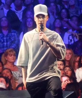 Justin Bieber pede um minuto de silêncio por vítimas de Paris (Foto: X17 agency)
