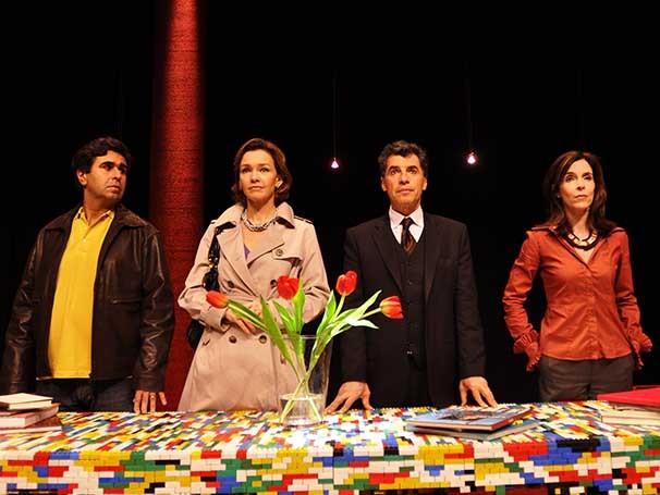 Peça tem Orã Figueiredo, Julia Lemmertz, Paulo Betti e Deborah Evelyn (Foto: Divulgação)