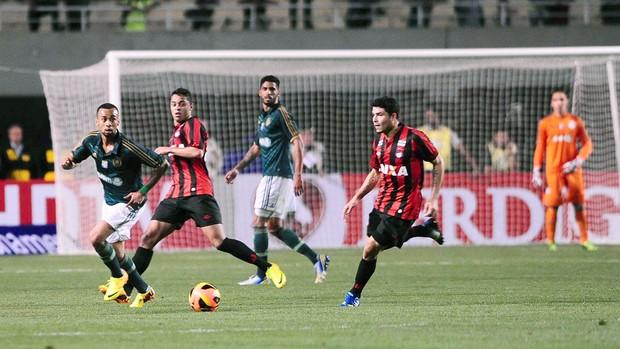 Palmeiras e Atlético-pr (Foto: Marcos Ribolli)
