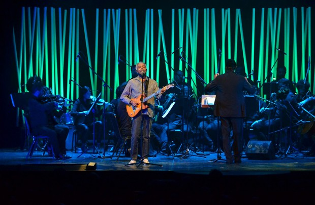 Felipe Prazeres se apresentou com Gilberto Gil e orquestra no Rio (Foto: Webert Belicio/AgNews)