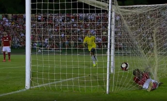 Talles Cunha marca contra o Inter  (Foto: Reprodução / Premiere)