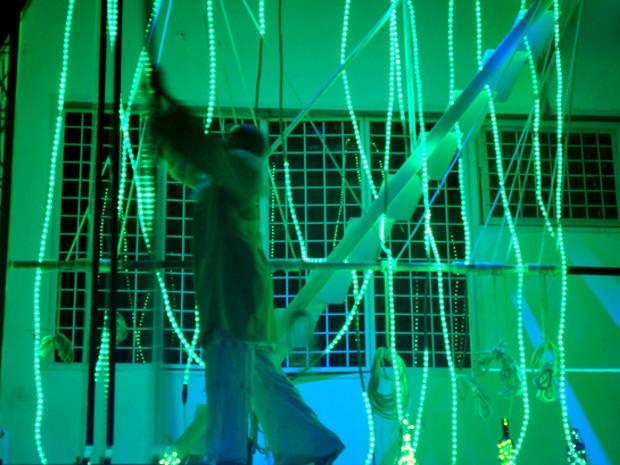 Espetáculo usa imagens do programa Second Life: vida fictícia paralela. (Foto: Divulgação)