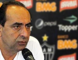 Alexandre Kalil durante entrevista do Atlético-MG (Foto: Fernando Martins / Globoesporte.com)