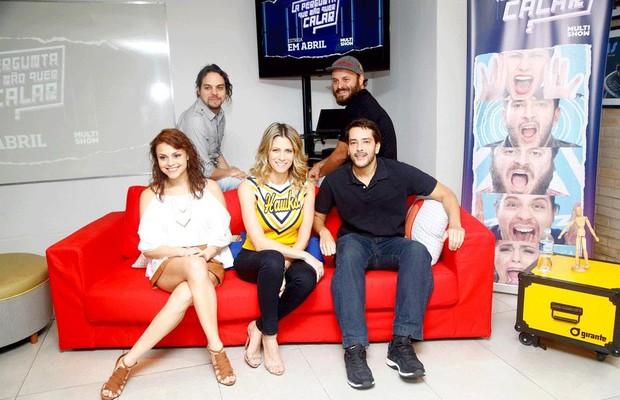 Didi Wagner (ao centro) e Bento Ribeiro, Bruna Louise, Murilo Gun e Paulinho Serra comandam a atração (Foto:  André Hanni/ Divulgação )