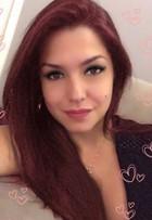 Thais Fersoza aparece com os cabelos vermelhos em foto
