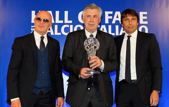 Arrigo Sacchi, Carlo Ancelotti e Antonio Conte, hall da fama (Foto: Getty Images)