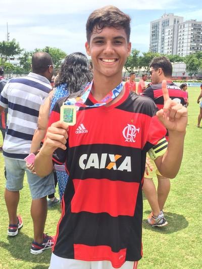 Yuri marcou na final pelo Flamengo contra o Botafogo, e o time levou o Carioca sub-15 (Foto: Felippe Costa/GloboEsporte.com)