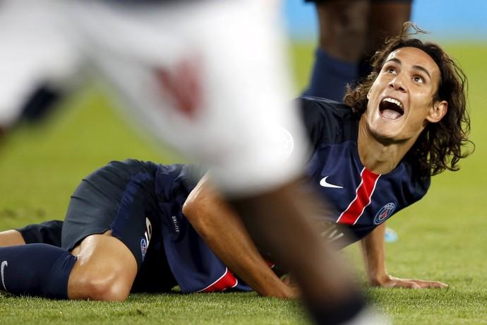 Cavani reclama Paris Saint-Germain PSG (Foto: REUTERS/Charles Platiau)