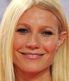 """Dizem que mulheres com pele oleosa são menos suscetíveis ao aparecimento das rugas precoces. Pode até ser verdade, mas como também dizem por aí """"ninguém é obrigado"""" a se deparar com rostos ultraoleosos. É, Gwyneth Paltrow, até você que já é linda deveria"""