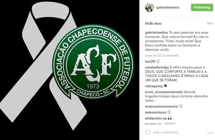 Gabriel Medina faz homenagem à Chapecoense (Foto: Reprodução Instagram)