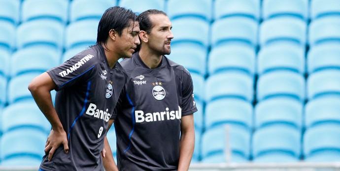 Marcelo Moreno e Barcos no treino do Grêmio (Foto: Wesley Santos/Agência PressDigital)