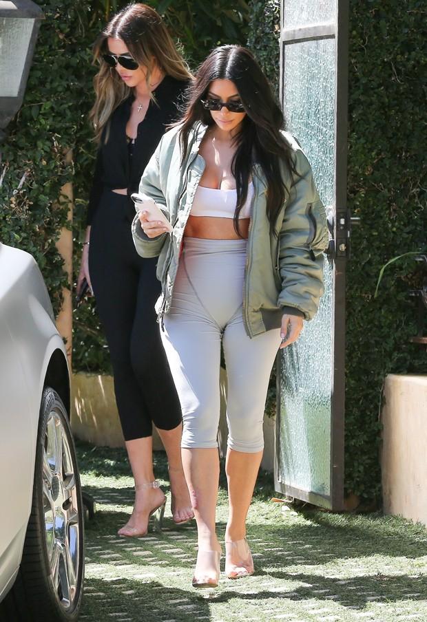 Khloé Kardashian e Kim Kardashian (Foto: AKM-GSI)