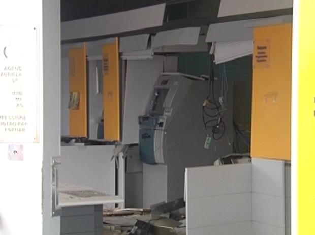 Segunda agência bancária também ficou destruida (Foto: Reprodução / TV Tem)