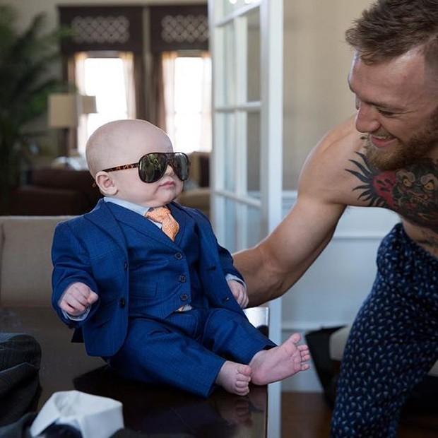 Conor McGregor e seu mini-me (Foto: Reprodução/Instagram)